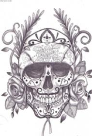 黑色的素描风格几何对称植物藤花朵和骷髅头纹身手稿
