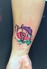 女生手腕上黑色线条唯美音符水彩泼墨纹身图片