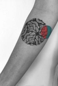 女生手臂上黑色素描创意花纹圆形纹身图片