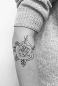 情侣手臂上黑色线条素描创意卡通史迪仔纹身图片