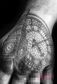 男生手背上黑色线条素描创意经典建筑大本钟钟表纹身图片