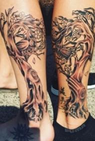 情侣小腿上黑灰素描点刺技巧创意生命树纹身图片