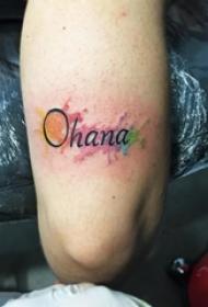 女生大腿上彩绘泼墨简单线条英文单词纹身图片
