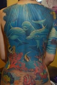 女生满背彩绘清新海底海豚与热带鱼纹身图片