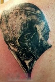 男生背部黑灰素描点刺技巧创意斯巴达纹身图片