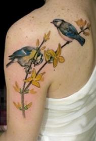 女生背部彩绘水彩创意小鸟唯美纹身图片
