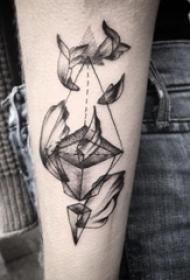 女生手臂上黑灰点刺简单线条立体几何纹身图片