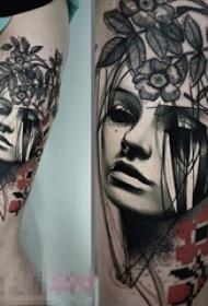 女生大腿上彩绘点刺素描人物肖像纹身图片