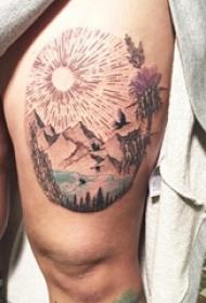 女生腿上彩绘清新山水风景纹身图片