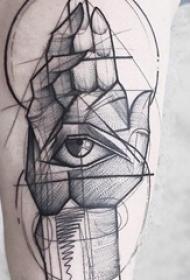 男生手臂上黑色素描抽象线条眼睛和手部纹身图片