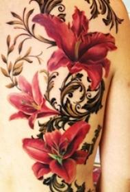 女生背部彩绘水彩唯美花朵大面积纹身图片
