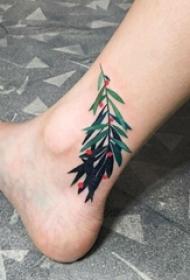 女生腿上彩绘清新植物渐变纹身图片