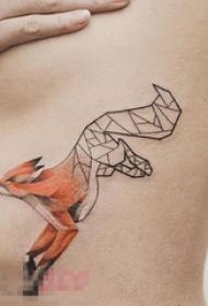 女生胸下彩绘水彩几何元素动物狐狸纹身图片