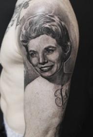 男生手臂上黑灰点刺漂亮人物肖像纹身图片