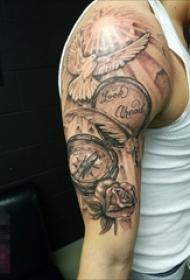 男生说手臂上黑色饿素描创意鸟和钟表玫瑰纹身图片