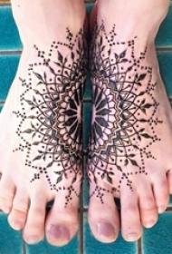 文艺精致的唯美曼海蒂花纹纹身图案
