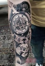 男生手臂上黑色素描点刺技巧创意齿轮钟表纹身图片