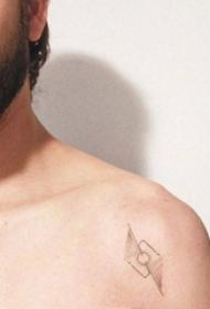 男生肩部黑灰点刺技巧几何线条创意纹身图片