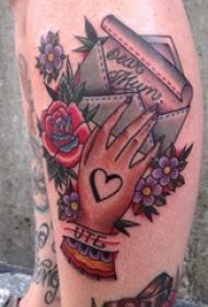 女生腿上彩绘创意手掌与信件纹身图片