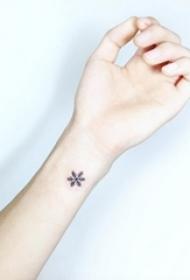 晶莹如玉的黑色简单线条唯美雪花纹身图案