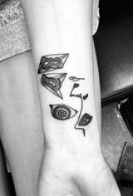 女生手臂上黑灰素描创意抽象小图案纹身图片