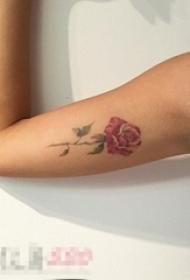 女生手臂上彩绘水彩唯美文艺小清新玫瑰纹身图片