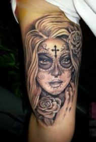 女生手臂上黑色素描点刺技巧创意人像纹身图片