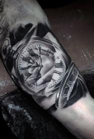 男生手臂上黑色素描点刺技巧创意钟表纹身图案