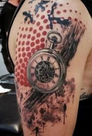 男生手臂上彩绘几何圆形和泼墨怀表纹身图片