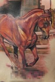 男生侧腰上彩绘小动物马纹身图片