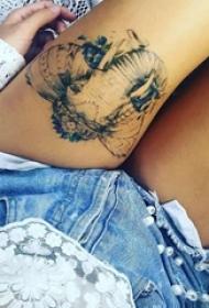 女生大腿上黑色点刺小动物象纹身图片