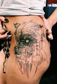 女生大腿上黑色素描点刺技巧创意狼头纹身图片