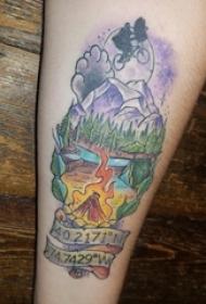 男生手臂上彩绘水彩素描创意大自然风景纹身图片
