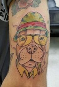 男生手臂上彩绘点刺简单线条小动物狗纹身图片