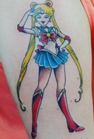 女生手臂上彩绘简单线条卡通人物美少女战士纹身图片
