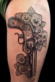 乌亮的黑色点刺几何线条创意枪纹身图案