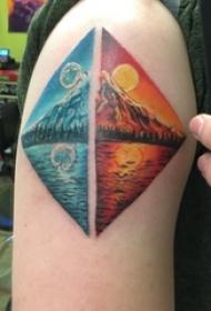 男生手臂上彩绘渐变几何简单线条创意山水风景纹身图片
