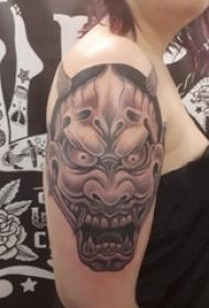 女生手臂黑色日本般若纹身图片