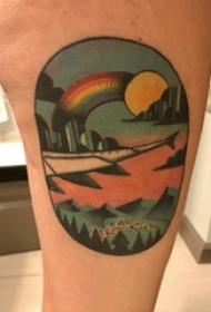 男生手臂上彩绘水彩唯美风景落日彩虹纹身图片