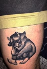男生小腿上黑灰点刺抽象线条动物牛纹身图片