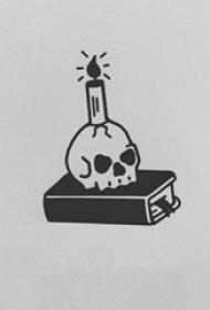黑灰素描描绘的创意骷髅和蜡烛纹身手稿