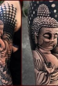 男生手臂上黑灰素描点刺技巧创意弥勒佛精致纹身图片