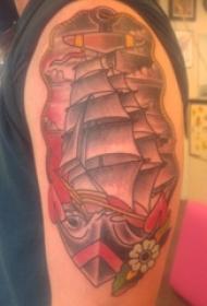 男生手臂上彩绘几何线条植物和帆船纹身图片