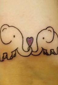男生手臂上黑色线条创意可爱大象纹身图片