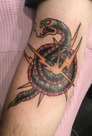 男生小腿上彩绘几何抽象线条小动物蛇纹身图片