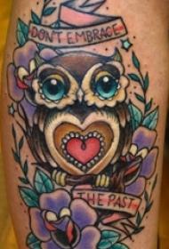 女生小腿上彩绘水彩素描创意猫头鹰纹身图片