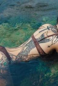 纹身美女身体艺术的渴望