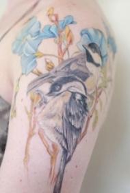 女生手臂上彩绘水彩素描文艺小清新小鸟纹身图片