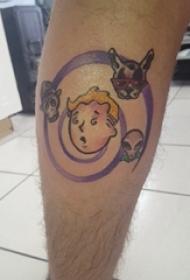 男生小腿上彩绘渐变抽象线条卡通人物纹身图片