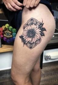 女生大腿上黑灰点刺简单线条蕾丝和花朵纹身图片